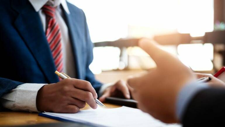4 Benefits of Hiring the Services of an Insurance Broker